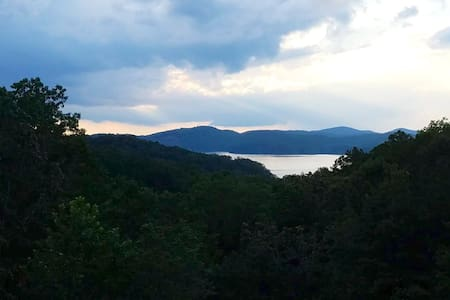 Stunning LAKE & MTN VIEWS in 4 BR/3.5 Bath cabin!