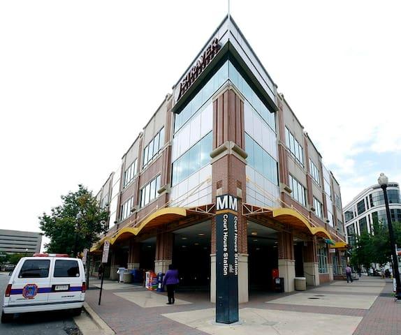 Super Comfy Futon next to metro! - Arlington - Apartment
