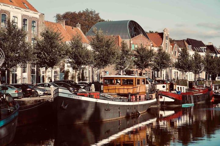 Sfeervol overnachten op het water in hartje Zwolle