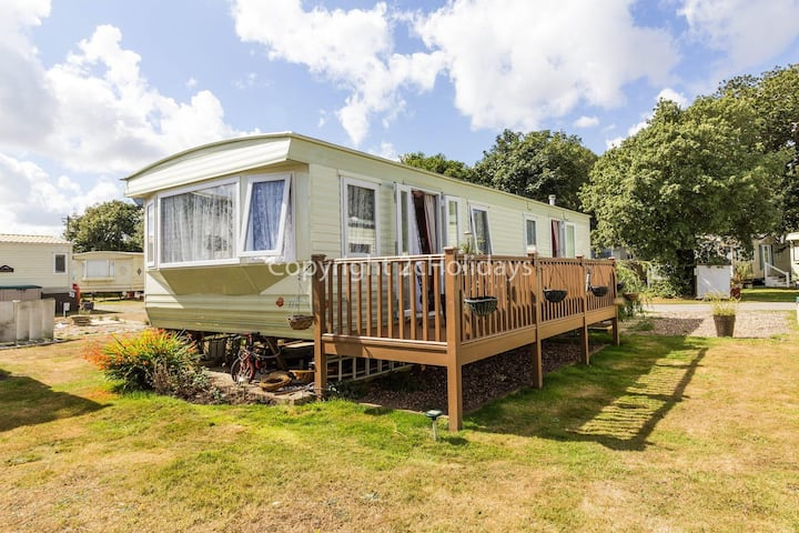 6 berth caravan for hire with a part sea view by a beach in Suffolk ref 32042