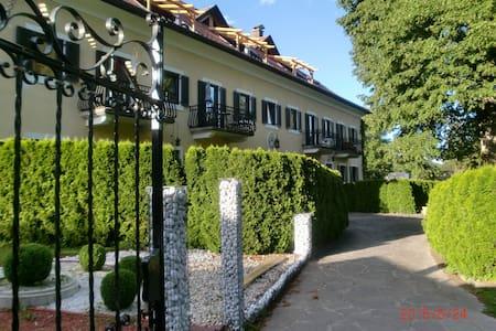 Ferienwohnung (80m²) mit 2 Balkons - Schmelz
