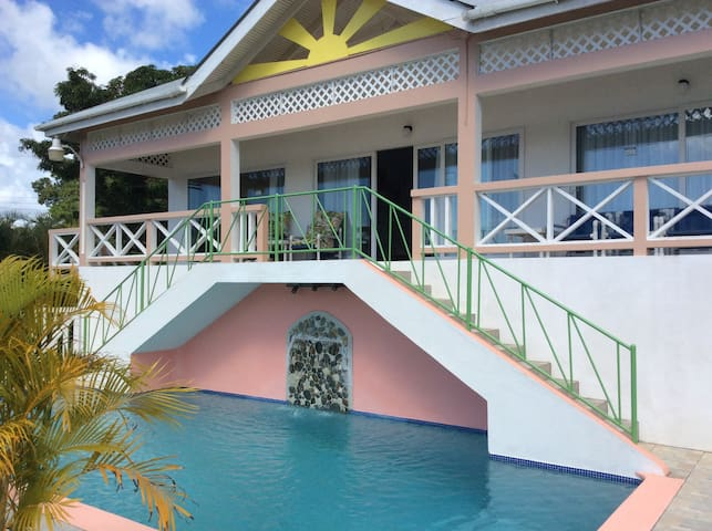 Large modern villa, 30' pool, 3 en-suite bedrooms