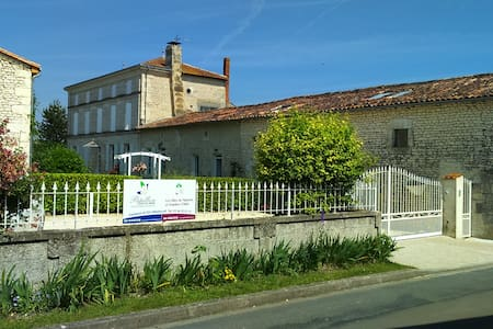 Rose - B&B equipped for the able & less able. - Saint-Seurin-de-Palenne - Bed & Breakfast