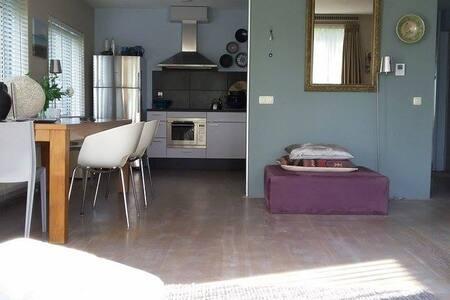 Spacious studio-apartment near CS - Amsterdam - Wohnung