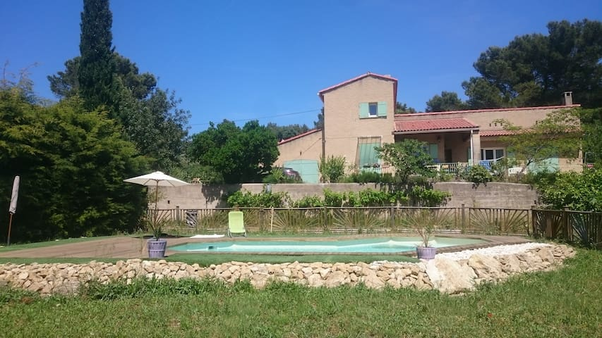 House with swimming pool in the heart of Provence