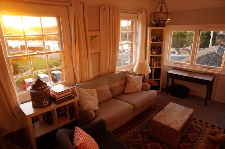 Period charm river view flat - 1bed - Kingston upon Thames - Wohnung