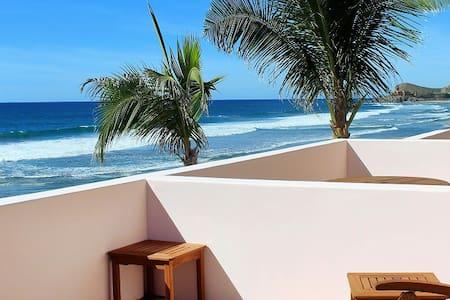 Oceanfront @ Cerritos Beach Inn - El Pescadero - Bed & Breakfast