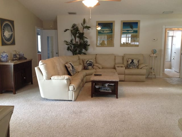 3-BDRM, HEATED POOL, CRIB, COTS