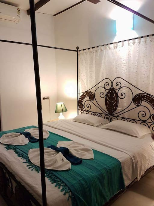 4 Bedrooms have 4 poster King size bed and the 5th bedroom a queen size 4 poster bed