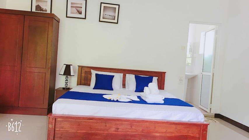 蓝鲸假日酒店