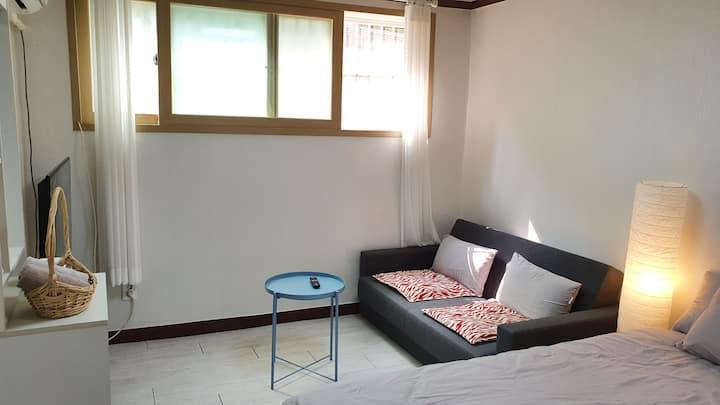 ◎천왕산 하우스◎7호선 천왕역 도보3분거리 투룸의 아늑한 내 집같은 편안한 숙소.