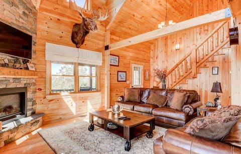 NEW!!! 489OER: Beautiful modern log home on 17 acres, private, views, fire pit, Ping Pong, AC! PROFESSIONALLY CLEANED!