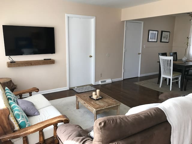 Renovated House Ready for Guests! - Kansas City