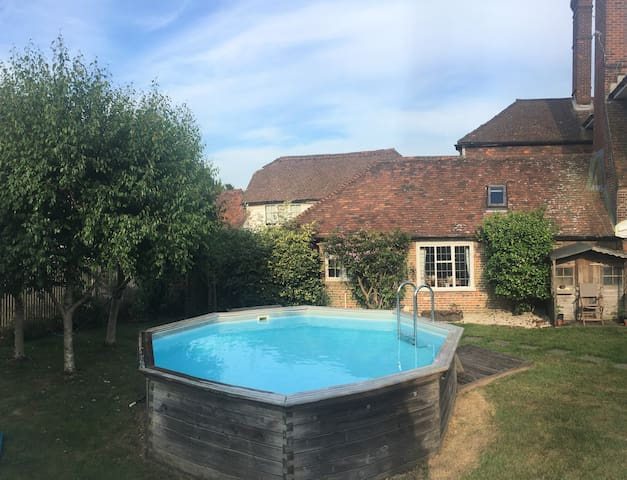 Period property annexed to country house with pool