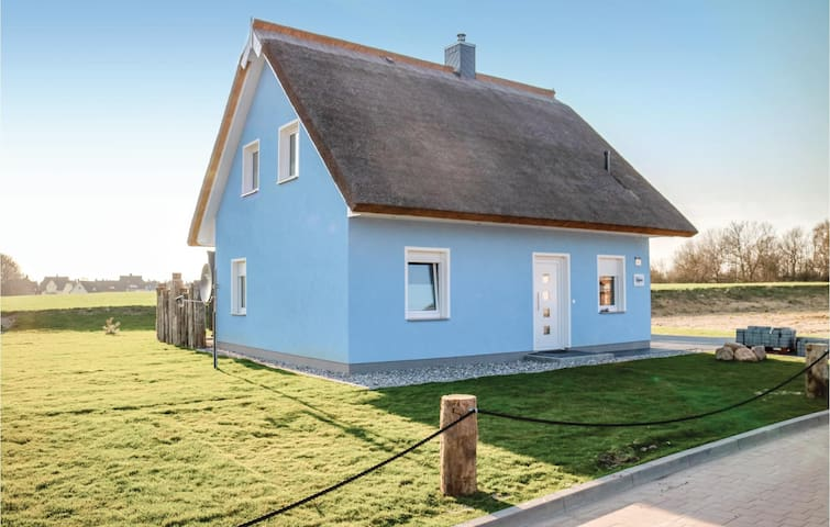 Holiday cottage with 3 bedrooms on 100m² in Glowe