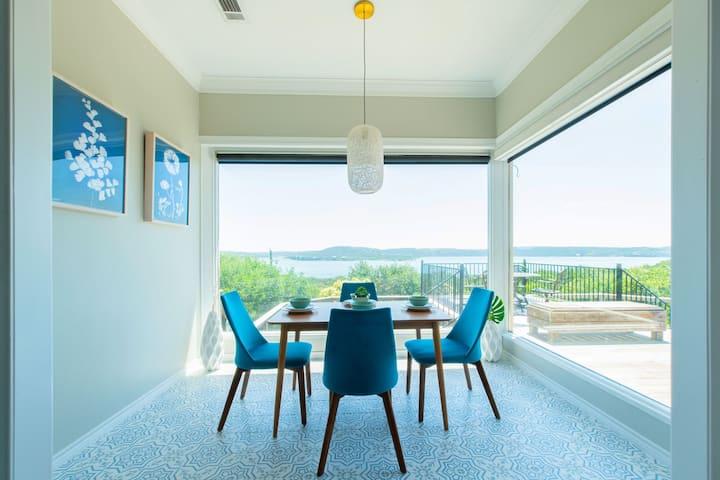 Large Home, Lake Views, Grill, Pool Table, Hot Tub
