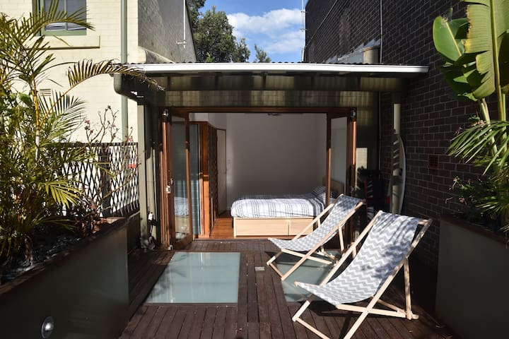 Cosy bedroom with terrace in trendy Surry Hills - Surry Hills - Maison