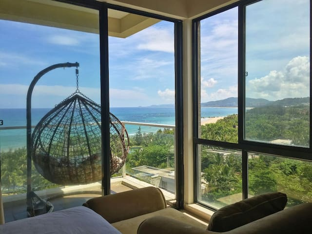 An apt. with breathtaking & panoramic ocean view