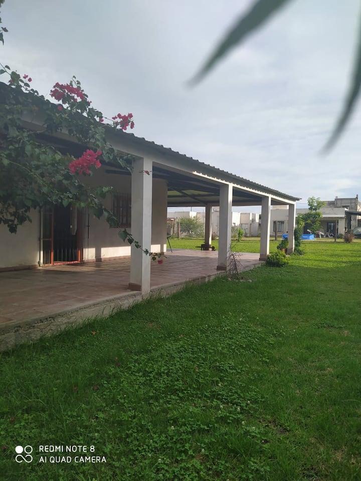 ESPECTACULAR CASA DE CAMPO. A 15' del centro