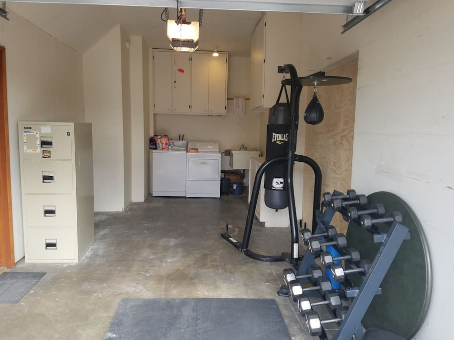 weights plus boxing station