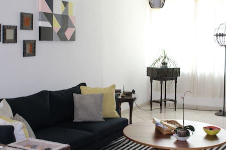 Comfortable room/private bathroom /near Expo Gdl - Casa