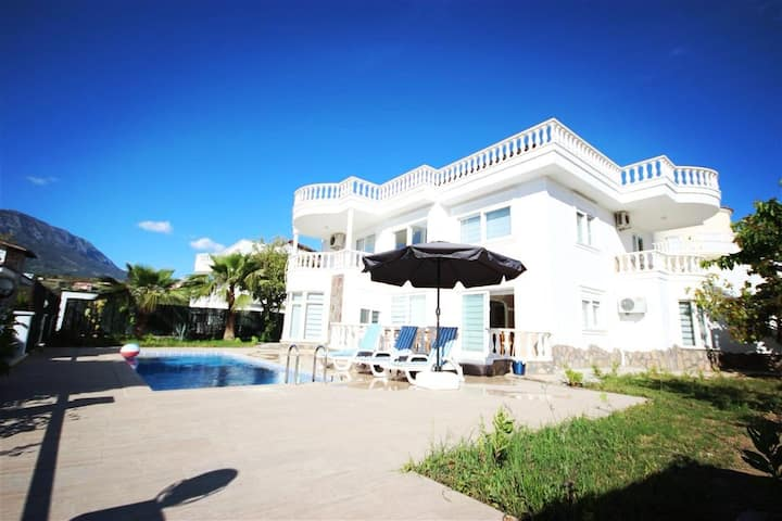 Alanya Big size villa with private pool