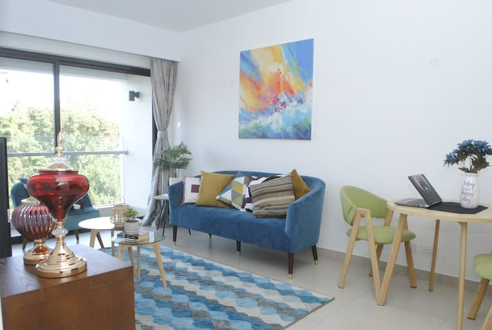 CHILL ZONE  1 bedroom with pool&gym WITH A VIEW