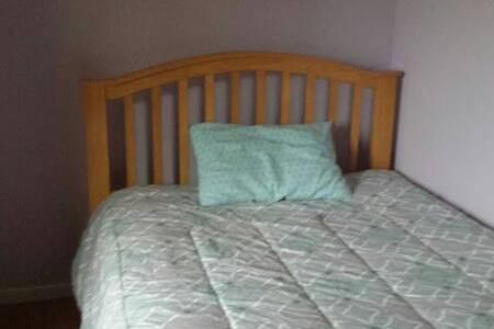 Nice bedroom in a comfy house - Morley - Dom