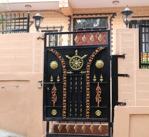 Compound Gate