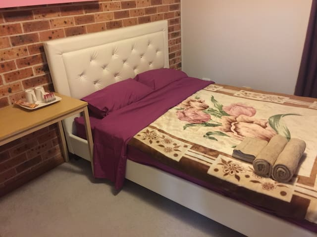 Private furnisehd double bedoom W own toilet - Quakers Hill - House