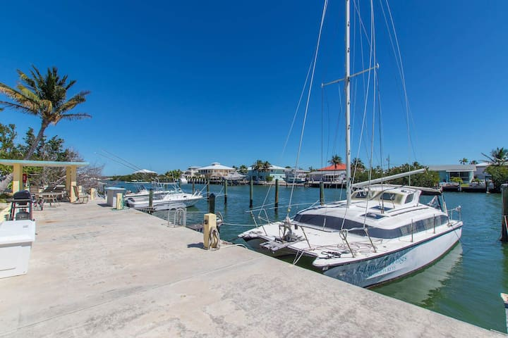Anchors Away | Beautiful remodeled condo includes pool & boat dock!!