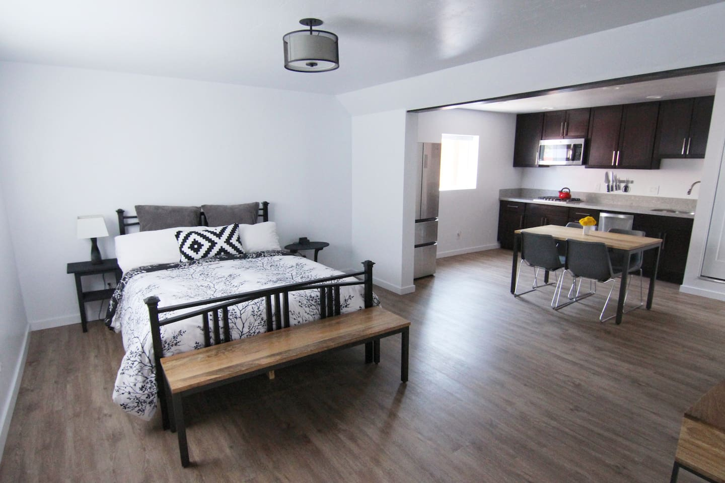 Welcome to your home away from home: a brand new, luxurious studio in the mountains of Truckee!
