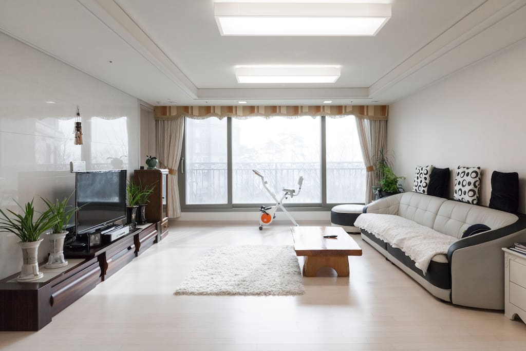 Living Room ㅡ large window facing to the sea in a distance