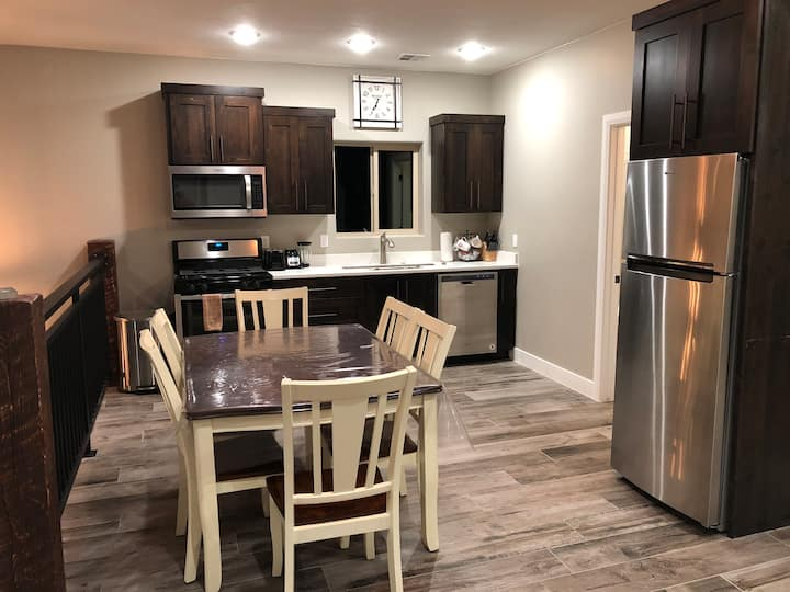 NEW Luxury UPPER Vacation Condo By Bryce Canyon