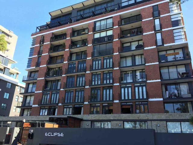 Eclipse is a very new and modern block in Green Point, this is a brilliant building in the perfect area for exploring Cape Town