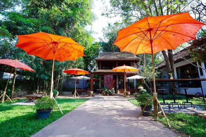 Bisoux cafe home stay