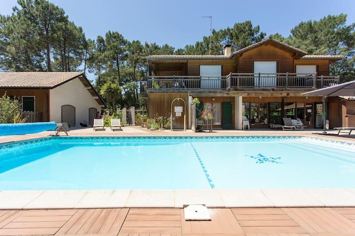Chalet 2/3 pax piscine chauffée,golf,océan