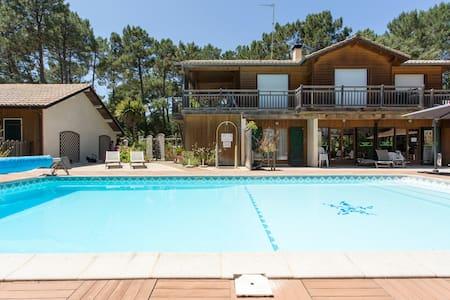 Chalet 2/3 pax piscine chauffée,golf,océan - Soustons - 牧人小屋