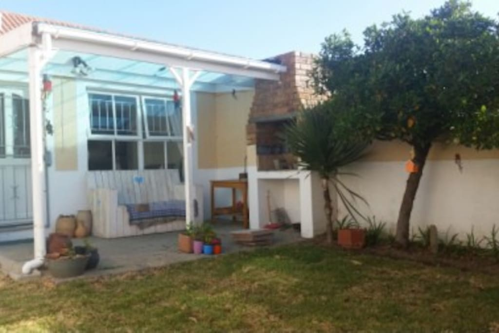 Enclosed private garden with braai - pet friendly