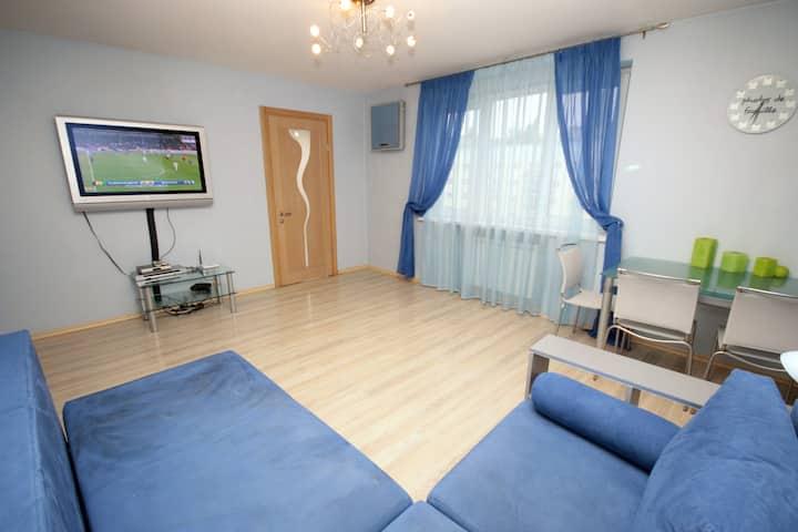 Two-bedroom apartment on 3 Lesi Ukrainky boulevard