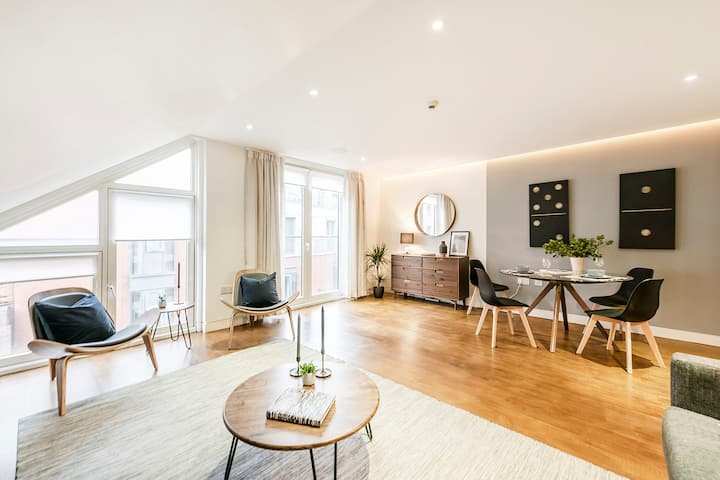 A LAVISH 2-BEDROOM 2-BATHROOM APARTMENT WITH LIFT IN COVENT GARDEN