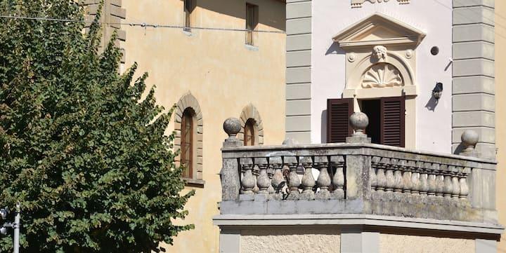 Casa storica con terrazza su piazza Santa Caterina
