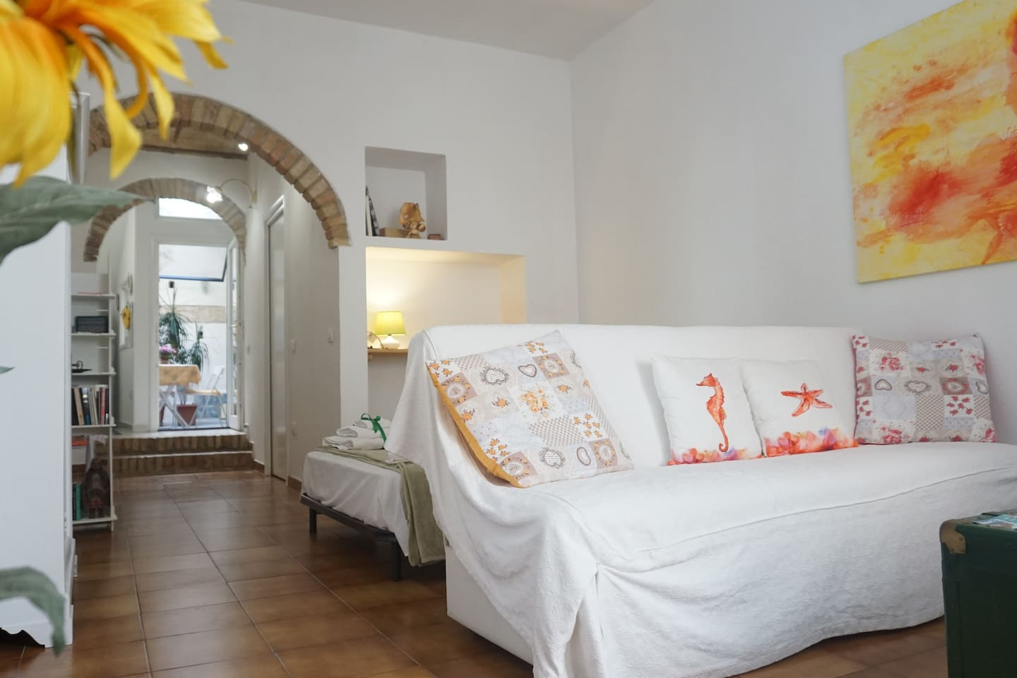 A unique space, bright and welcoming, fully equipped, with wifi and air conditioning, in which to relax after a tour of the historic city center or a swim on the beautiful city beach, Poetto.