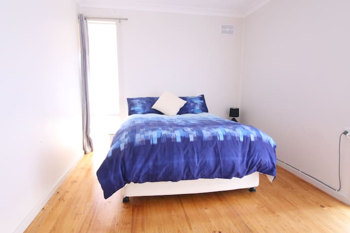 Central Lithgow | 2 Bedroom | Sleeps 4+
