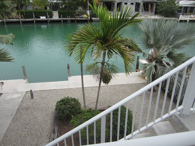 Spacious 3 Level Home on Canal. Pool Club included - Key Colony Beach - Ev