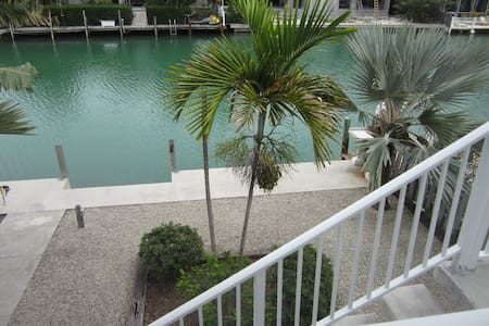 Spacious 3 Level Home on Canal. Pool Club included - Key Colony Beach
