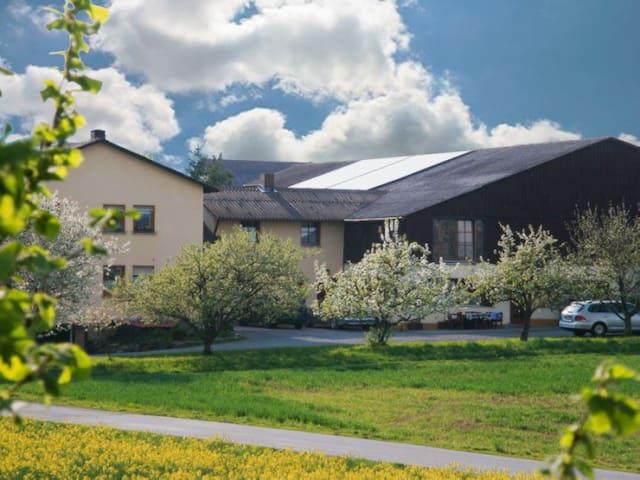 Landurlaub auf Schmidts Ferienhof - Ostheim vor der Rhön - Квартира