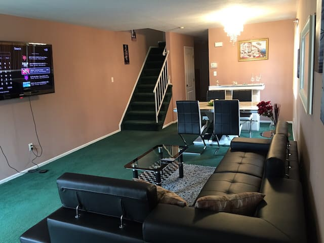 2 Floor NYC Town House Free Parking - Statenisland  - Дом