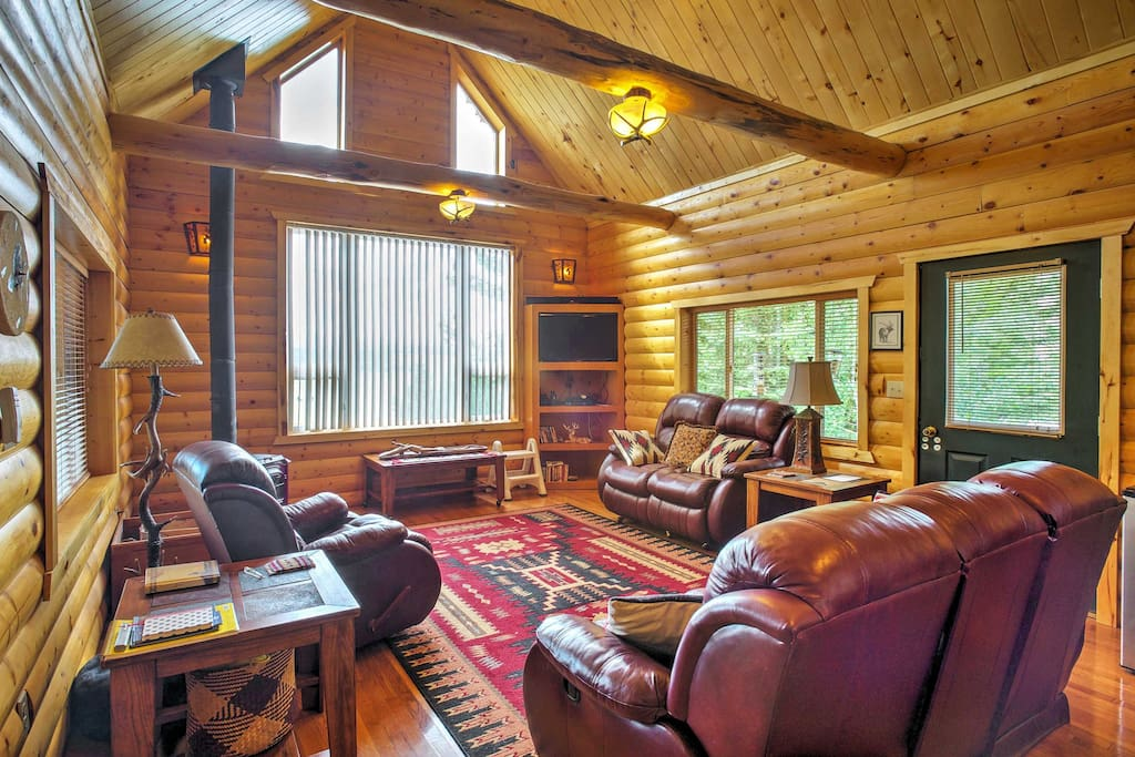This quintessential log cabin offers vaulted ceilings, wood beams, and southwestern decor throughout.