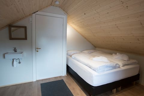 Cosy rooms on a farm right on the Golden Circle